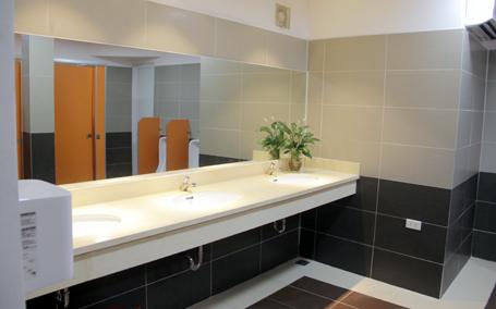 Nhà vệ sinh công cộng đẹp và sang trọng đầu tiên tại Hà Nội