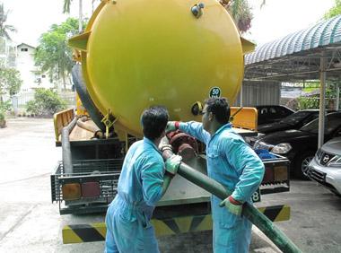 Hút bể phốt tại Quang Trung