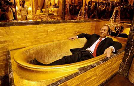 Phòng vệ sinh bằng vàng