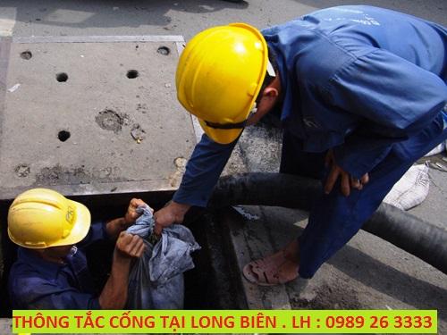 Thông tắc cống tại Long Biên