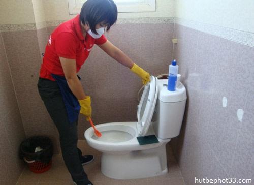 8 cách thông tắc nhà vệ sinh đơn giản, hiệu quả