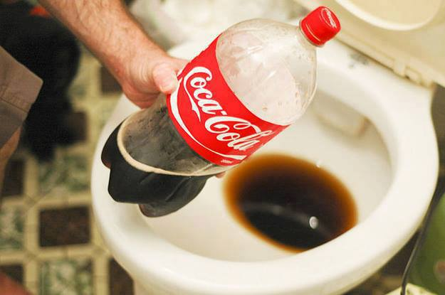 Hướng dẫn vệ sinh bồn cầu bằng Cocacola
