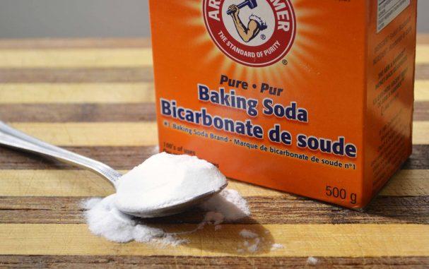 Thông tắc bồn cầu bằng việc kết hợp Baking Soda và muối