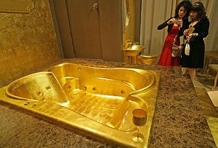 bồn tắm bằng vàng
