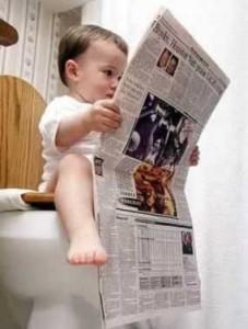 Đọc báo khi đi vệ sinh