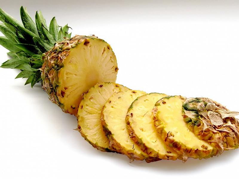 Khử mùi hôi của nhà vệ sinh bằng lá dứa hoặc trái thơm