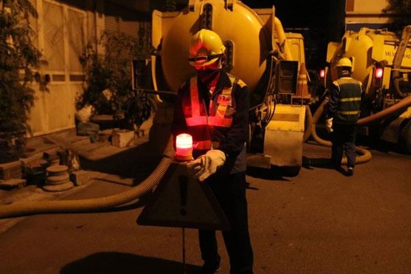 Nhân viên hút bể phốt của Việt Linh không kể ngày đêm