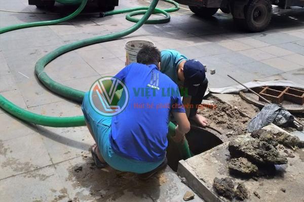 Đội ngũ nhân viên thông tắc hút bể phốt tại Khương Đình