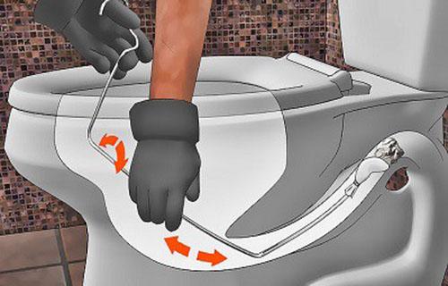 Cách thông cống bằng móc treo quần áo
