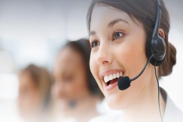 Nhân viên tiếp nhận yêu cầu từ khách hàng